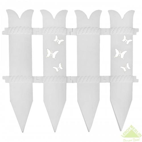 Декоративное ограждение «Бабочка» стилизовано под мини-забор высотой 36 см, чем-то напоминающий кремлёвскую стену.